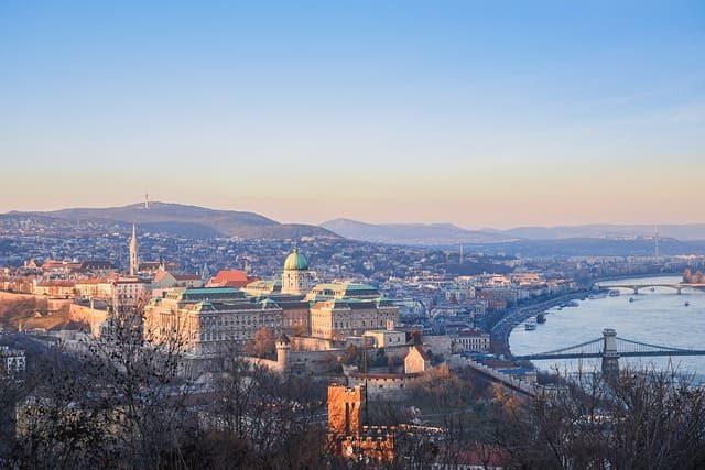 ハンガリーで働くには?日系企業の駐在員求人や現地採用の就職事情とビザ申請について